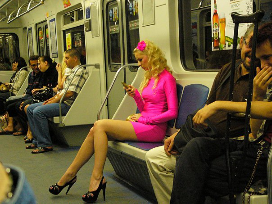 Фотографии женщин в метро нужные